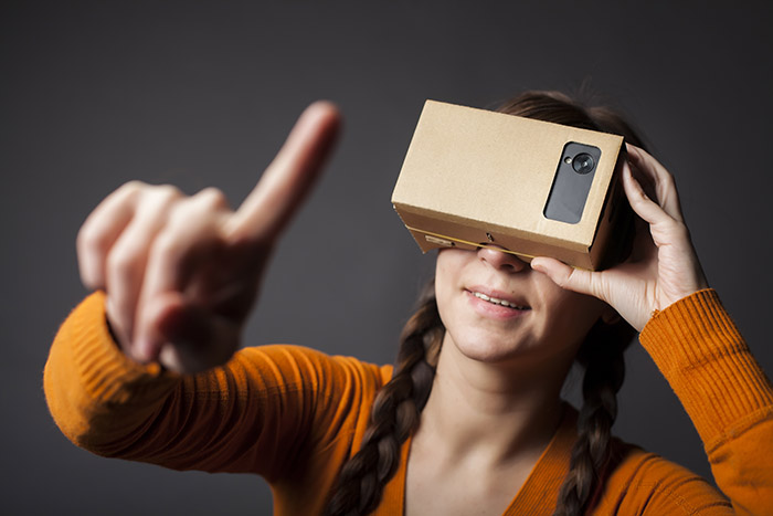Ab in die Zukunft mit Virtual Reality Foto: Alexandru Nika/Shutterstock