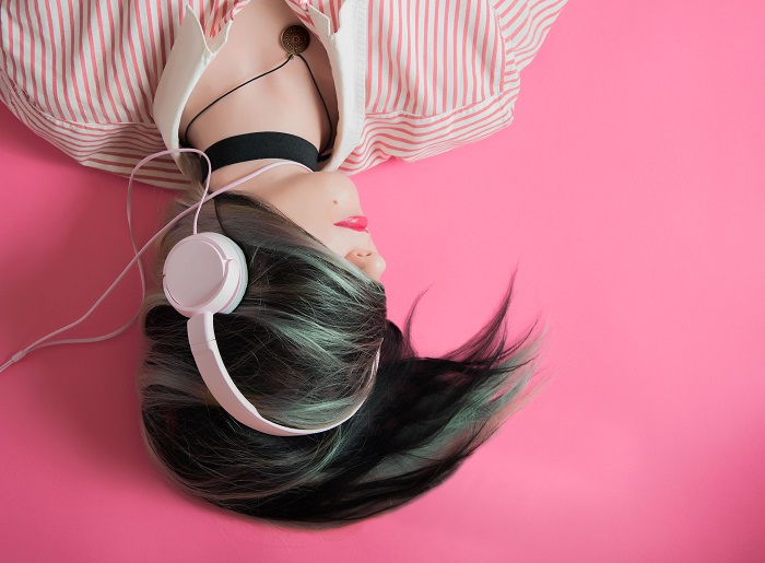 Music-pink_Photo_by_Elice_Moore_on_Unsplash700 | Musik