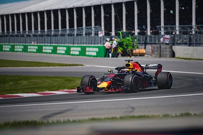 Formel 1 Photo by shen liu on Unsplash700