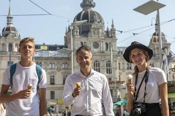 Ferien-Scouts Bernadette und Killian, Check It Graz Scouts mit Stadtrat Kurt Hohensinner